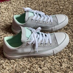 NEW Converse Shoes 👟